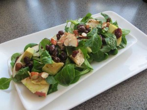 Lunchsalade met avocado en appel
