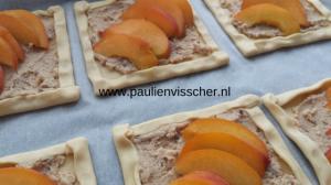 Perziktaartje voor het bakken